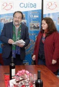 Armando Menéndez y  la directora del Albergue Covadonga, Cristina Avella